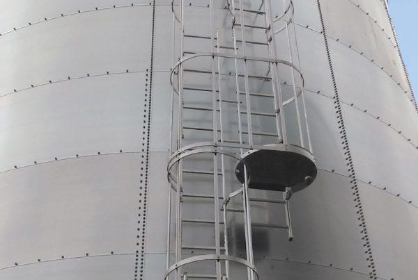 securite-en-hauteur-crinoline-sur-cuve-de-stockage